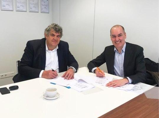 Op de foto v.l.n.r.: Henk Stamhuis (CEO, Stamhuis), Stan Bridié (Directeur Felton ICT Services)