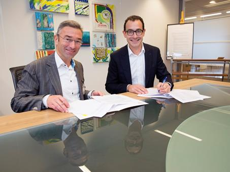 v.l.n.r. Wim Hodes (Stichting GERRIT) en Alex Goldblum (Eurofiber)